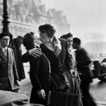 Robert-Doisneau-Il-bacio